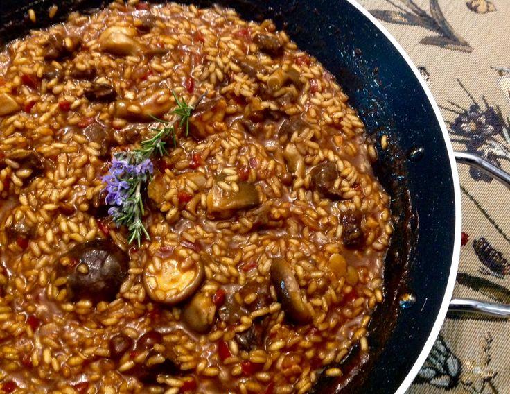 La receta ganadora en el concurso de arroces del restaurante El Suquet de l'Almirall. Arroz de cabra hispánica salvaje con setas.