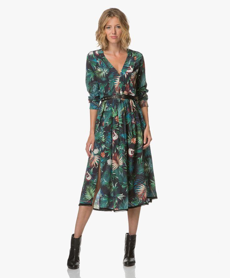 Eye-catching, rock-chique en high-fashion zijn de termen die deze coole jurk van Zadig et Voltaire omschrijven. De kleurrijke midi-jurk.