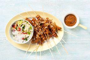 Het marineren duurt even, maar dan heb je ook wat: sojasaté met die échte Indonesische smaak.- recept - Allerhande