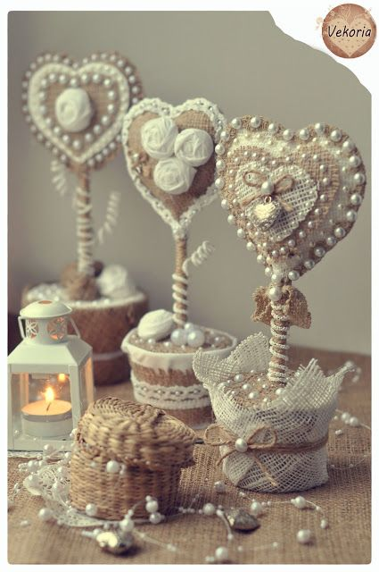 """Vekoria"" - creative shelving Victoria Sokurov: Valentine ""Sacking + Lace = ♡"""