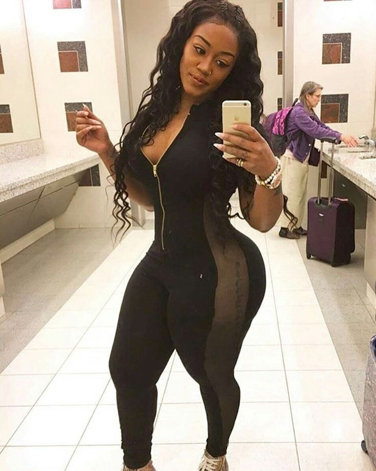 Sexy dark chocolate twerking her juicy chocolate booty 3