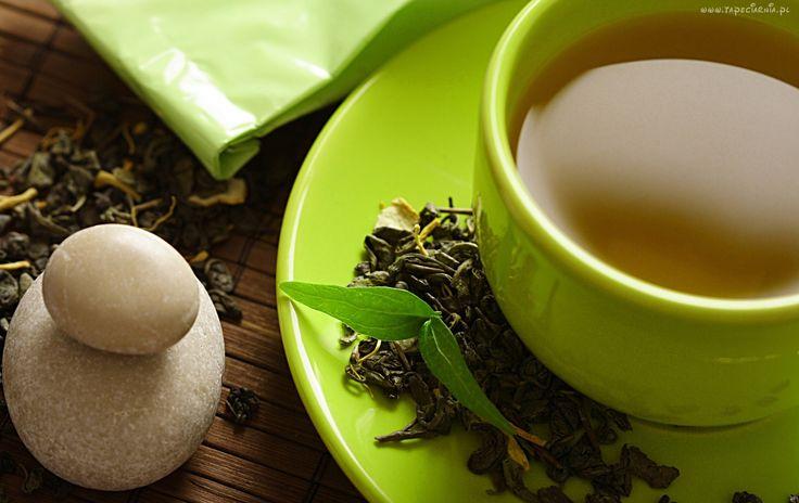 zielona herbata, listki, kamienie