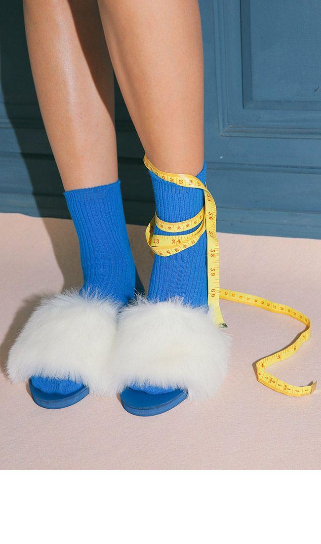 퍼와 컬러풀 양말.Faux Fur Open Toe Slippers   STYLENANDA