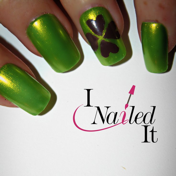 Get the perfect St. Patrick's Day manicure with this clover vinyl.