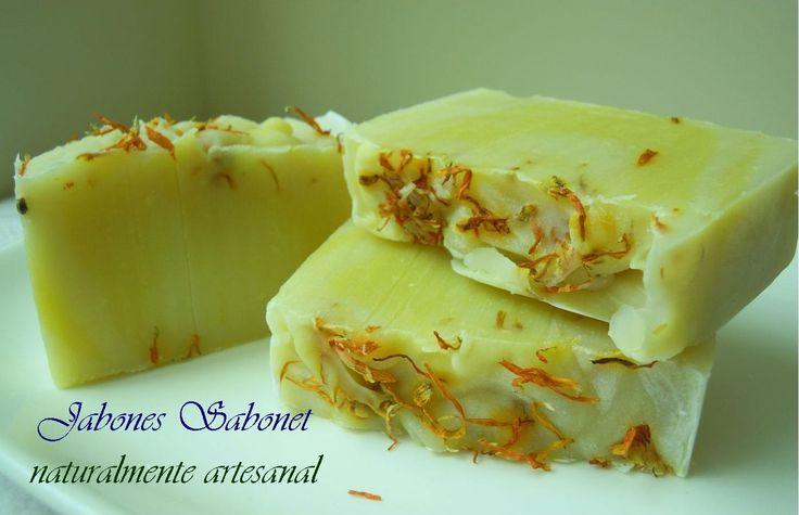 Jabón Corporal de caléndula, hecho a mano con aceite de oliva macerado con flores de caléndula, ideal para pieles secas y atopicas
