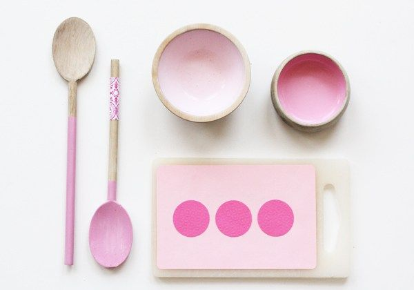 Paint old wooden utensils for play kitchen - super easy!