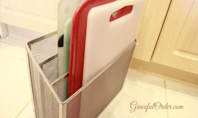 What a cool idea! Organizing cutting boards with file organizer! - why do I never think of these things???
