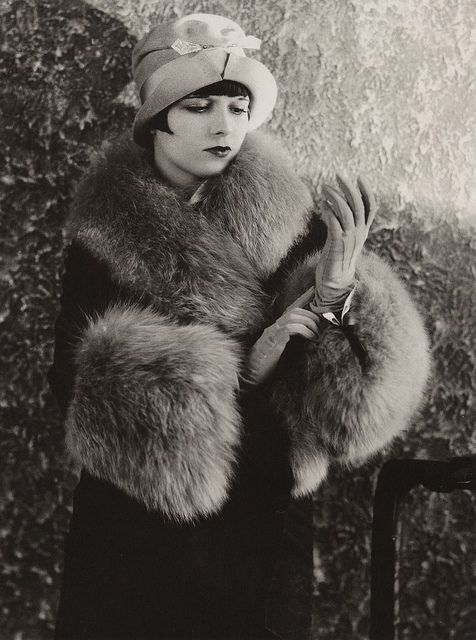 ↢ Bygone Beauties ↣ vintage photograph of Louise Brooks (1920s)