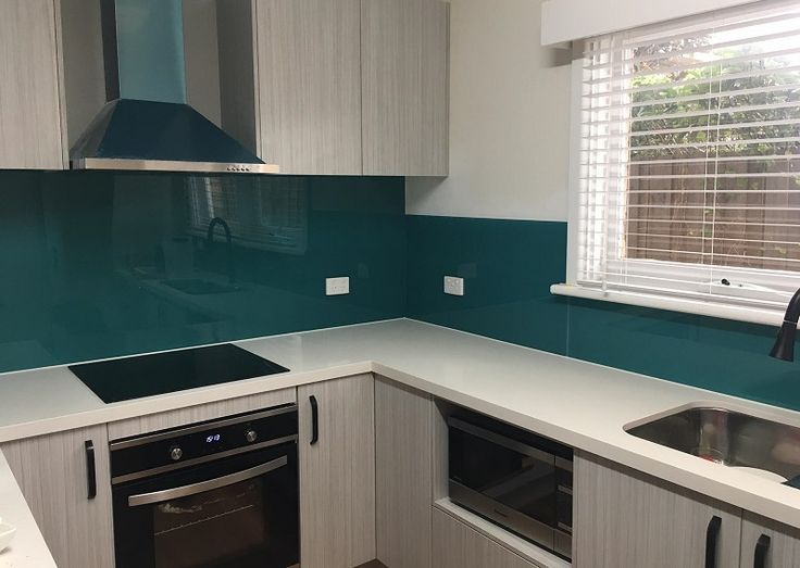 Blue #splashbacks are still the most popular choice to add a pop of colour to white and neutral #kitchens. Our stunning #acrylic splashbacks in our signature colour; Jungle