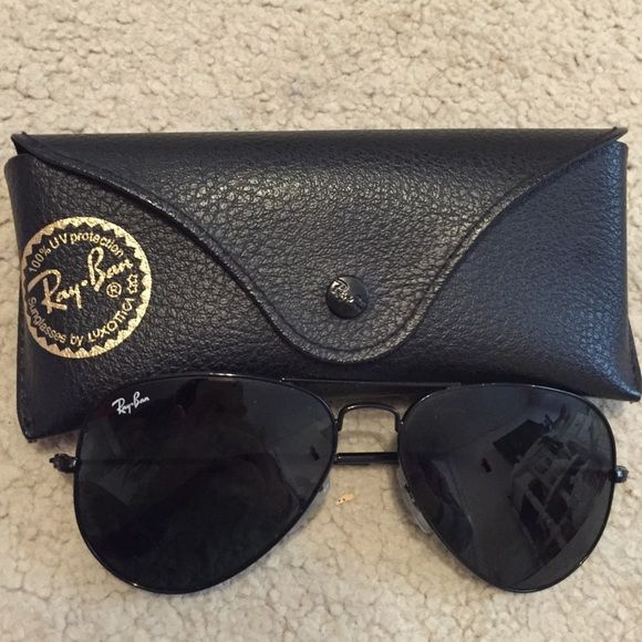Black aviator Ray-bans Cute black ray ban aviators! Almost like brand new. NO visible scratches on lends. Got a new pair so don't need these! Ray-Ban Accessories Glasses