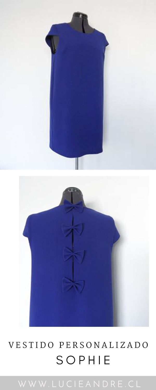 Descubre nuestro vestido personalizado SOPHIE de color azul zafiro. Vestido recto con mini mangas cortas. 4 corbatines en la espalda #vestido #azulzafiro #corbatines