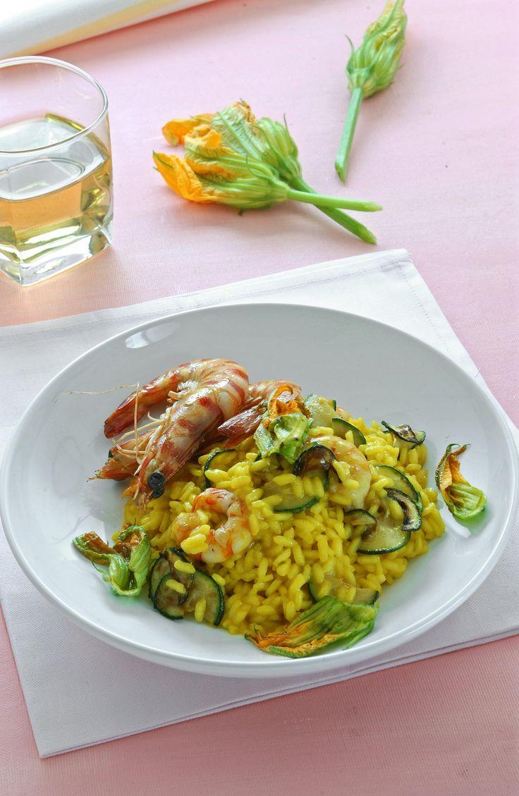 Risotto giallo con gamberi e zucchine : Scopri come preparare questa deliziosa…