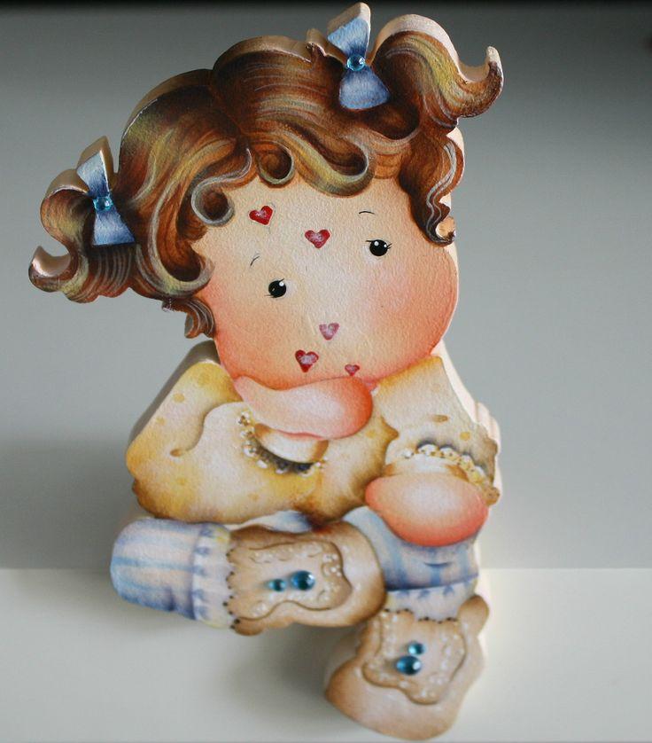 Linda peça em mdf, pintada à mão, motivo menina jogando beijos de coração. <br>Ideal na decoração do quarto de menina. É também um presente original. <br>Faço na cor de sua preferência.