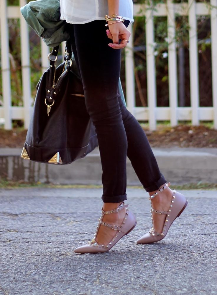 I do not like pointy shoes, but the Valentino Rockstuds are an exception <3