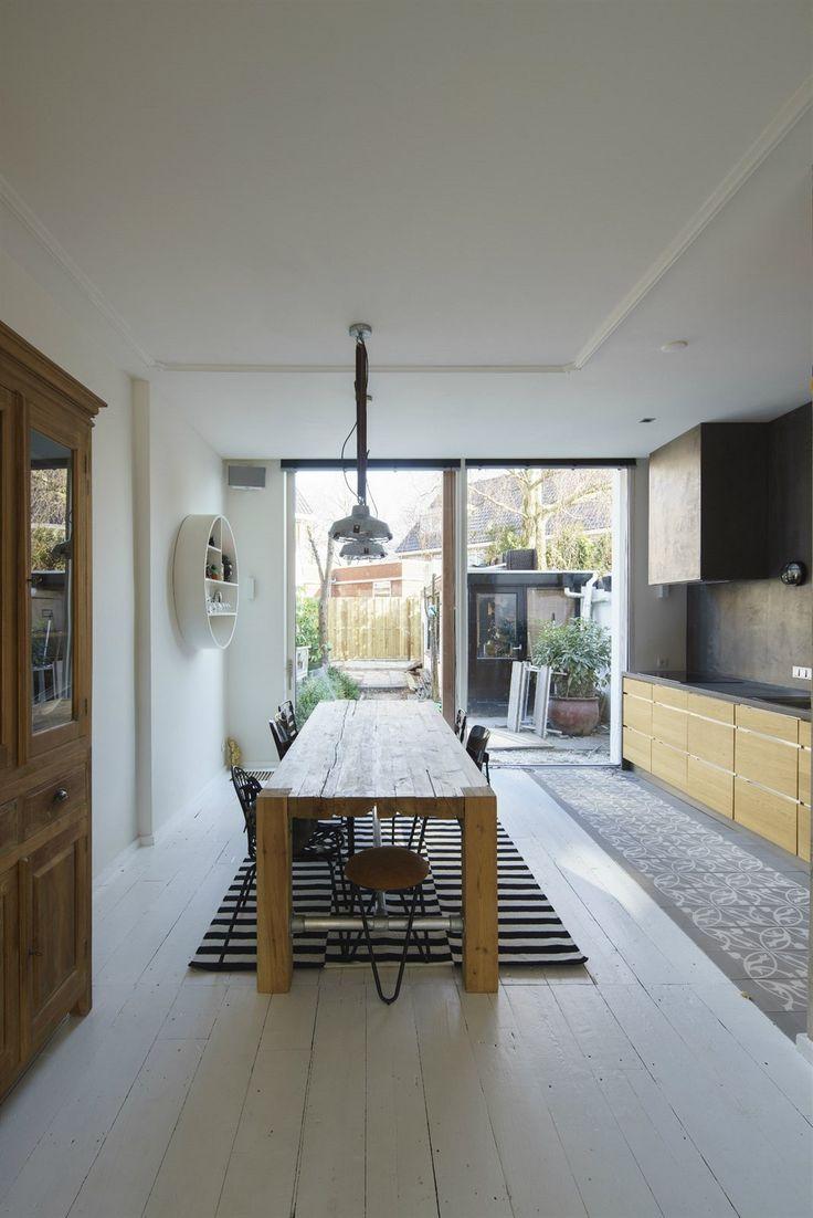 Nový koncept domu zvětšil kuchyňský kout, zmenšil komunikaci vstupní chodby a v zahradní části domu posunul garáž až na samotnou zadní hranici pozemku.