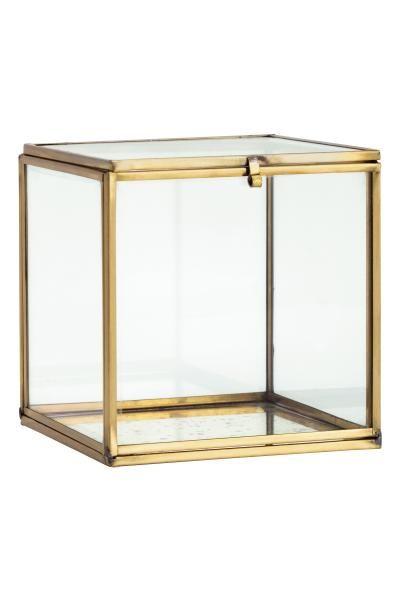 Boîte en verre: Boîte en verre transparent et métal avec fond en miroir vielli. Dimensions 10,5x10,5x11 cm.