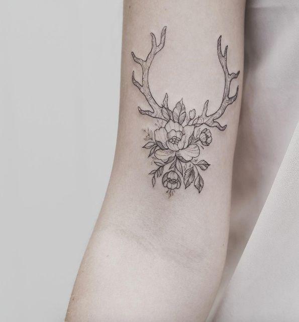 Tattoo Woman Deer: 25+ Best Ideas About Antler Tattoos On Pinterest