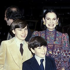 Anderson Cooper with older brother (who killed himself) and mother Gloria Vanderbilt