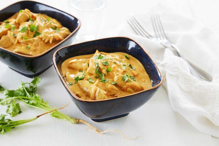 Denne oppskriften på en hot og smaksrik kyllinggryte, har en spennende miks av krydder. Dette middagstipset passer perfekt til hverdags, så vel som til helgemat. Server gjerne med ris og en frisk salat.