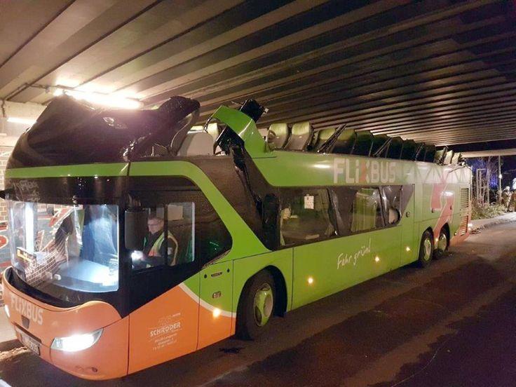 An Berliner Brücke: Flixbus rasiert sich das Dach ab - n-tv.de