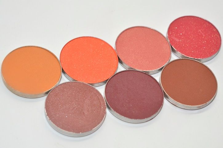 Makeup Geek Eyeshadows: Warm Red Shades The next batch of Makeup Geek Eyeshadows following the blues and greens post is going to be the warm, reddish toned shades I have. These include bright oranges and vivid reds, along with more toned down shades of cranberry and warm browns. All are gorgeous and super versatile.