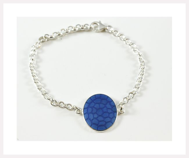 Shell bracelet in silver and enamel. Handmade from Norway