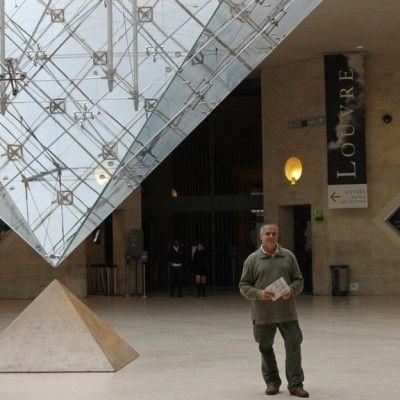Chaque année, la Nationale des Beaux-Arts s'expose au Carrousel du Louvre. Dans le cadre du Salon qui a eu lieu du 8 au 11 décembre 2011, deux œuvres du sculpteur Joe Jbeily ont été choisies pour faire partie de la Délégation canadienne. « Mûre » réalisée en bois de mûrier et « Ainé » réalisée en bois d'olivier.