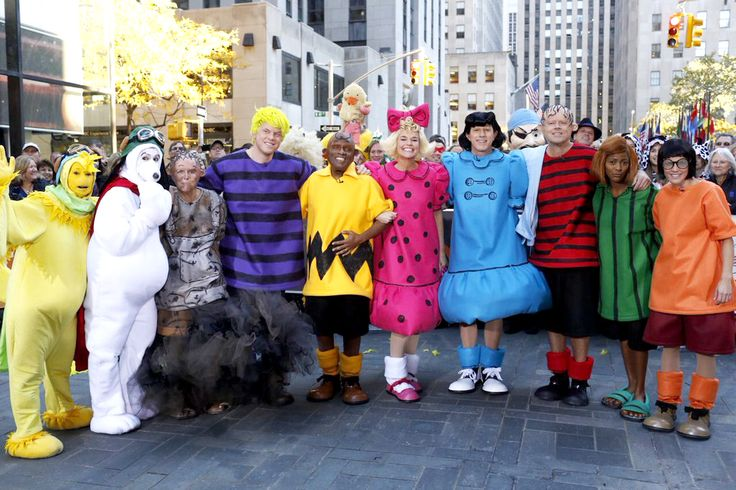 Good grief! The Today show plaza turned into a comic strip on when the co-hosts showed off their Peanuts themed Halloween costumes.