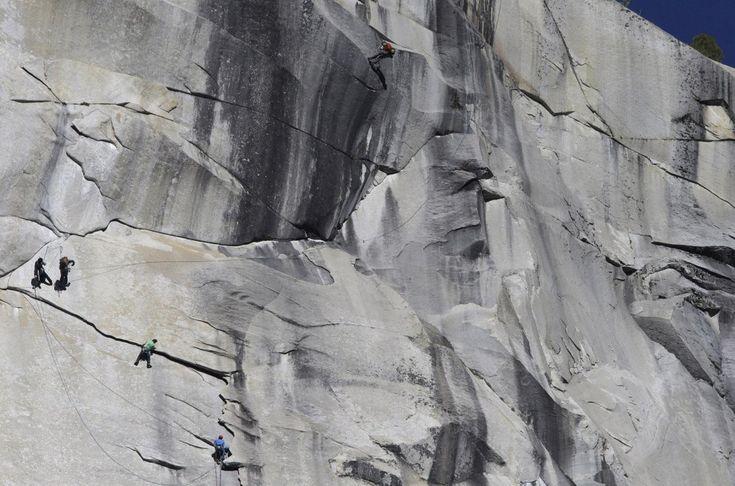 Due rocciatori americani hanno conquistato in freeclimbing la parete del  Dawn Wall a Yosemite Park, la scalata più difficile del mondo. Kevin  Jorgeson, 30 anni, e Tommy Caldwell, 36, hanno raggiunto la vetta della  montagna El Capitan, dopo esser stati in arrampicata libera per 19  giorni.