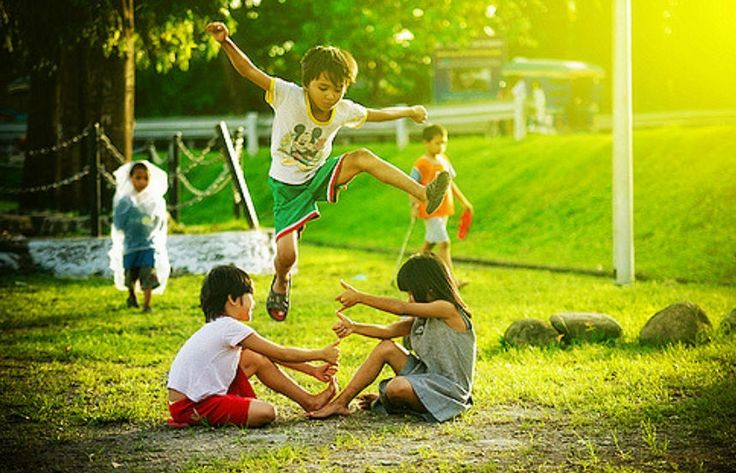 Summer Camp-Inspired Activities for Kids,#Activitiesforkids | #SummercampActivities | #KidsActivities | #OutdoorActivities | #IndoorActivities | #AdventureActivitiesforkids | #Summercamps | #Camps | #Games | #Kids | ActiveMomsNetwork | http://www.activemomsnetwork.com/