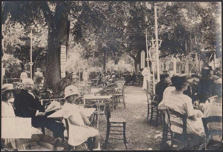 Kadıköy, Moda çay bahçesi.
