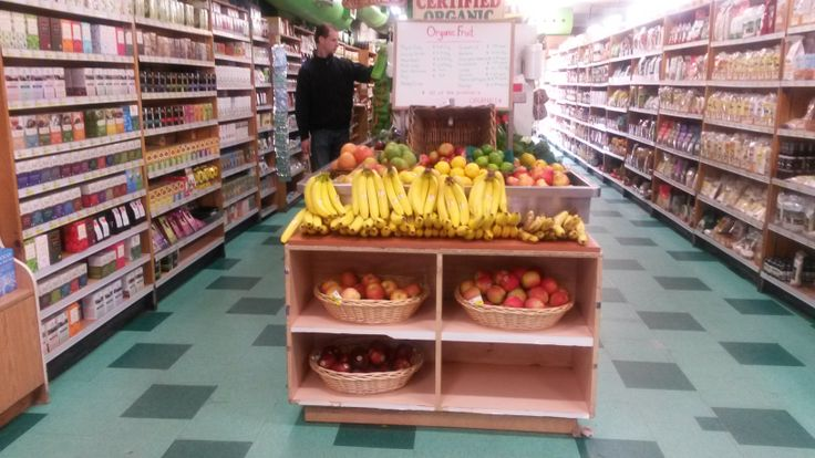Noah's Natural Foods offers organic produce, nutrition supplements and a vegan lunch buffet every day of the week #vegan #toronto
