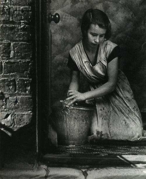when i was a child in the 50s, older women wore these work aprons and still used a bucket and scrub brush to scrub the front stoop -- Bill Brandt - East End, London 1937.