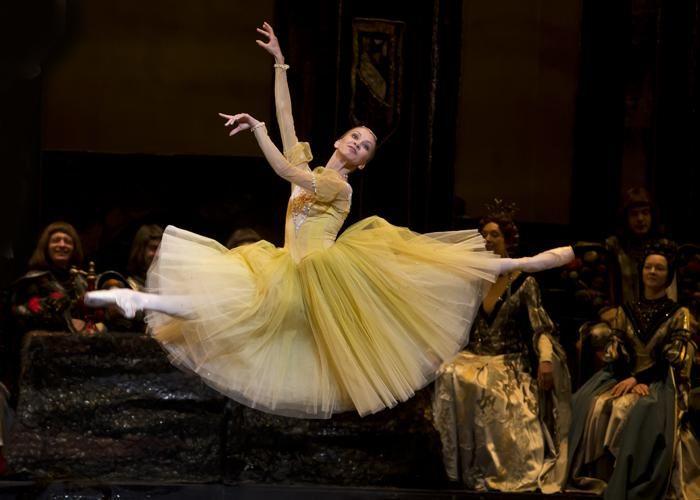 Bolshoi Ballet Swan Lake | Bolshoi Ballet - Anastasia Stashkevich in Swan Lake. Photo: Emma ...