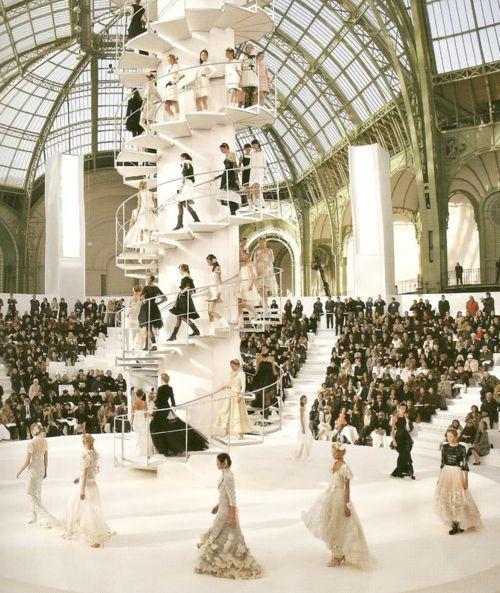 loverunwaySummer Fashion, Dreams Job, Fashion Show, Interiors Design, Runway, New York Fashion, Chanel Style, Chanel Fashion, Spirals Staircas