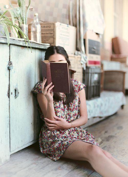 Felicidad es una buena lectura en tu lugar preferido de la casa.
