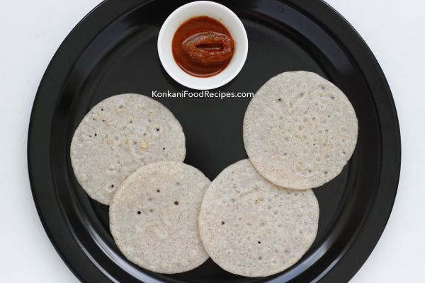 Brown rice-white rice dosas. They are known by many names in Konkani - bakri polo, ukde suray polo, ukde tandla bakri. These dosas are healthy & are delicious too. A variety of accompaniments go well with these dosas. Pickles, tomato saaru (rasam), chane saaru (chana rasam), batate gashi (potato curry) etc make a delicious breakfast with these dosas. Grated coconut added to the batter make these dosas soft.