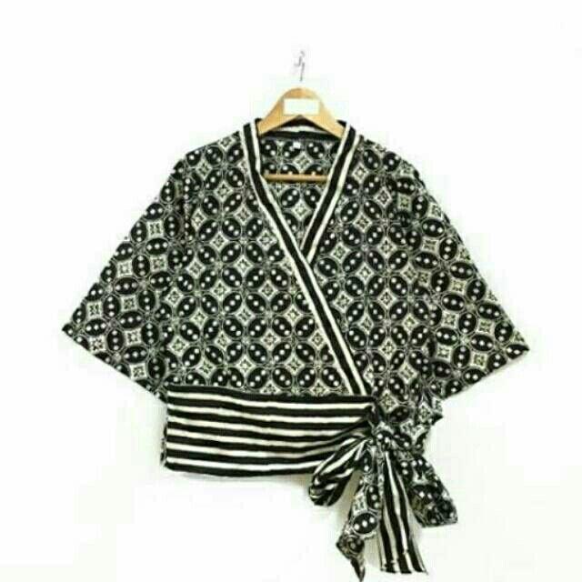 Saya menjual Blouse batik lengan panjang seharga Rp114.000. Dapatkan produk ini hanya di Shopee! https://shopee.co.id/nurika.batik/212971590 #ShopeeID