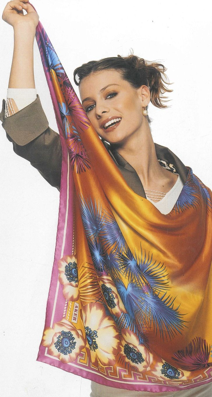 Aker Eşarp / Scarf - 2004 S/S #aker #scarf #esarp #hijab #fashion #silk #scarves #paris #moda #vogue #tesettur #model #mode #style #pattern #babushka #kerchief #shawl #wrapper #trend #aker #akeresarp #akerscarf