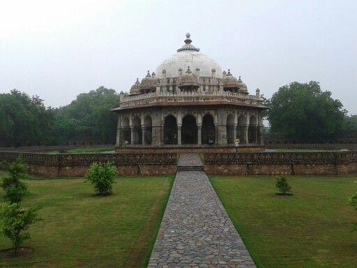 Octagonal tomb next to Humayun's