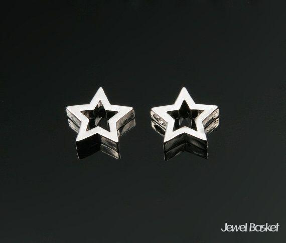 Star Charm in Rhodium   - Rhodium Plated (Tarnish Resistant) - Brass / 8.5mm x 8.0mm  - 2pcs / 1pack
