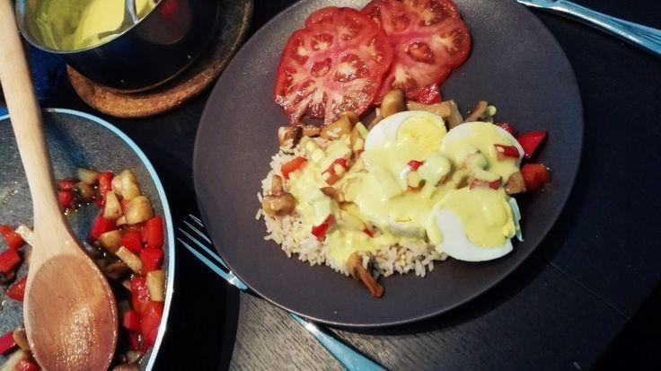 Hardgekookte eieren in kerriesaus
