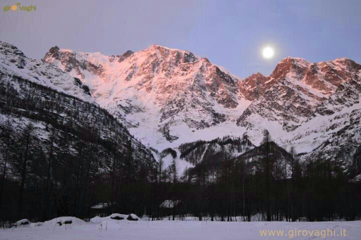Macugnaga Monterosa (PinkMountain) 1° sunrise of 2013 with moonset