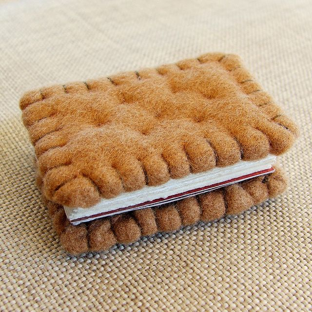 bijou books biscuit