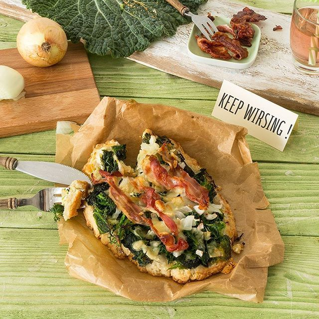 Kale toasts with bacon