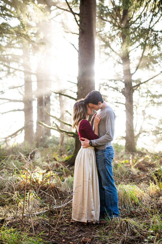 The light is so pretty. Outfit inspiration for an engagement shoot.