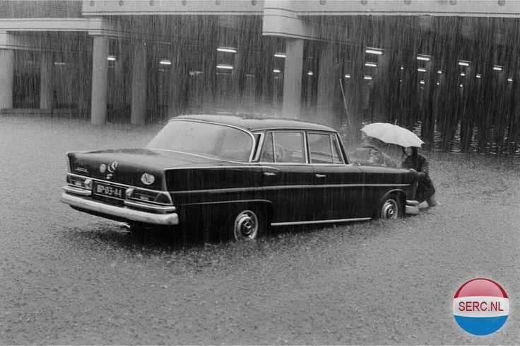 Wateroverlast Hengelo (jaartal: 1960 tot 1970) - Foto's SERC