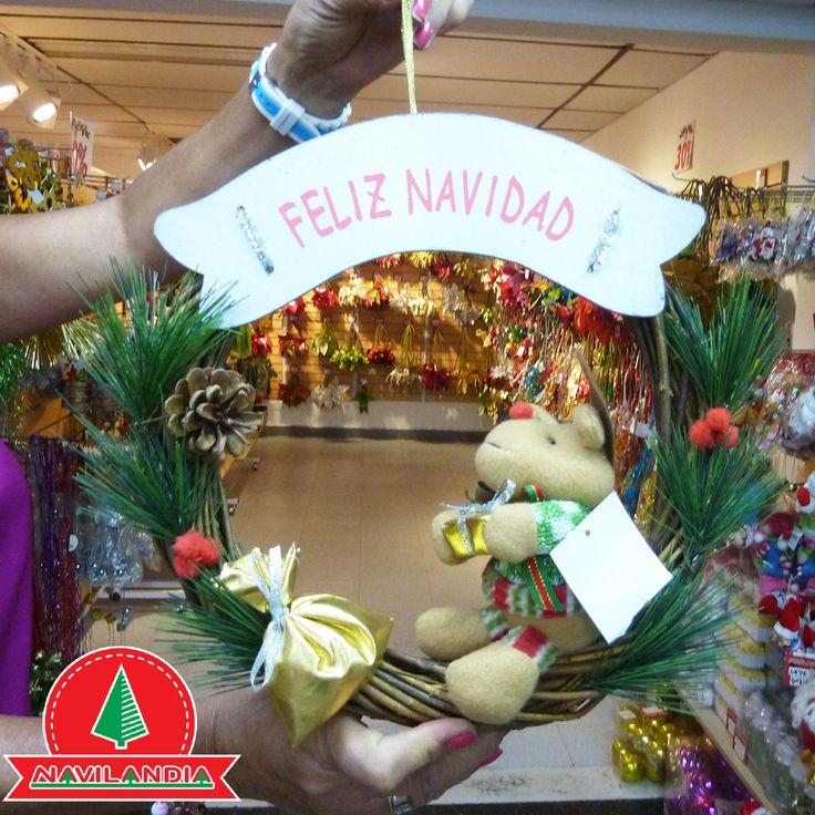 Dale a tu espacio al aire libre una bienvenida festiva esta Navidad adornándola con follaje, coronas decorativas, junto con unas luces cálidas y centelleantes. Después de todo, las primeras impresiones cuentan. 🎄💖🎅 #VentaArbolesDeNavidadColombia #VentaArbolesDeNavidadCali #VentaArbolesDeNavidadMedellin