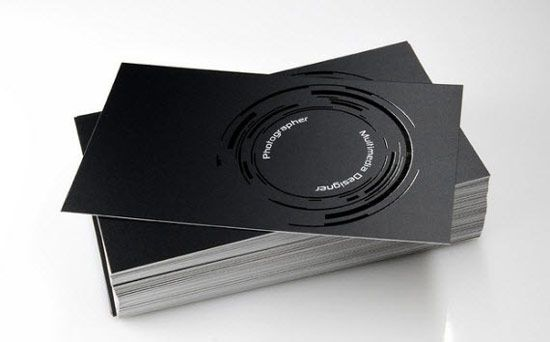 визитка для фотографа на черной бумаге