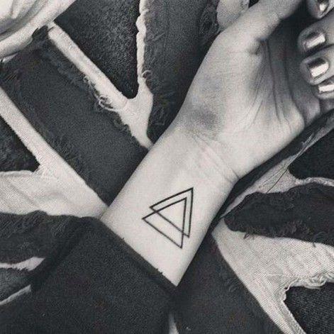 double triangle sur le poignet